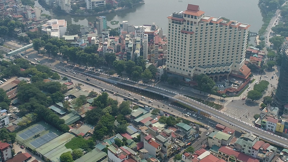 Hà Nội: Thông xe cầu vượt 300 tỷ cạnh hồ Tây