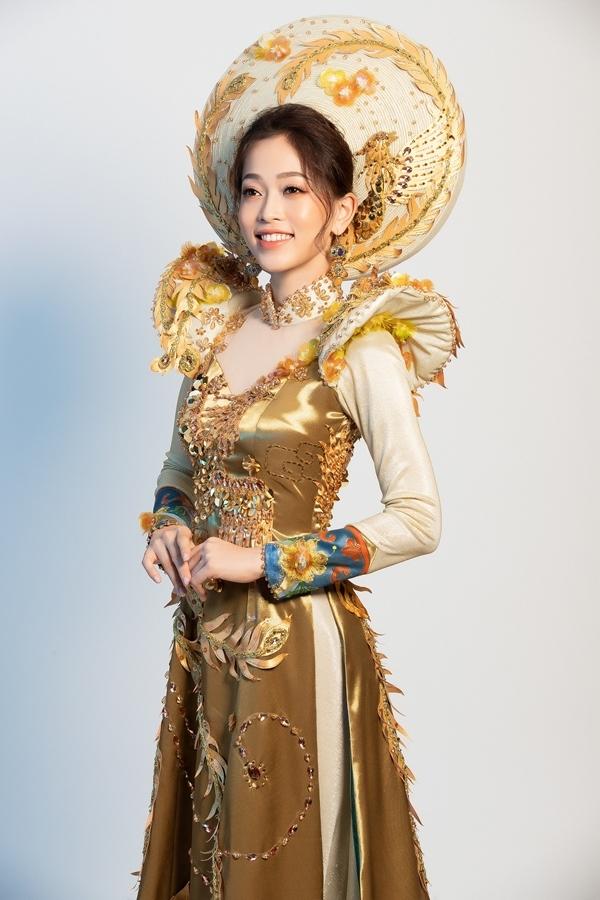 Quốc phục của Phương Nga tại Hoa hậu Hòa bình 2018