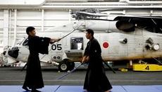 Bên trong hàng không mẫu hạm sạch bong của Nhật Bản