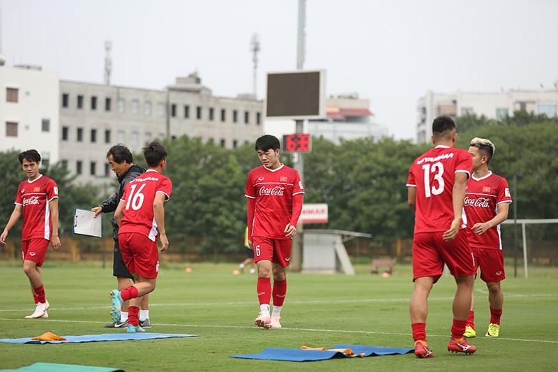 Công Phượng làm HLV Park Hang Seo 'chổng vó' trên sân tập