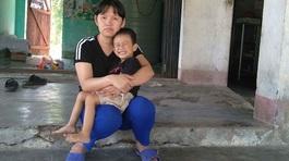 Mẹ quần quật bên kia biên giới, góp đồng lẻ mổ tim cho con