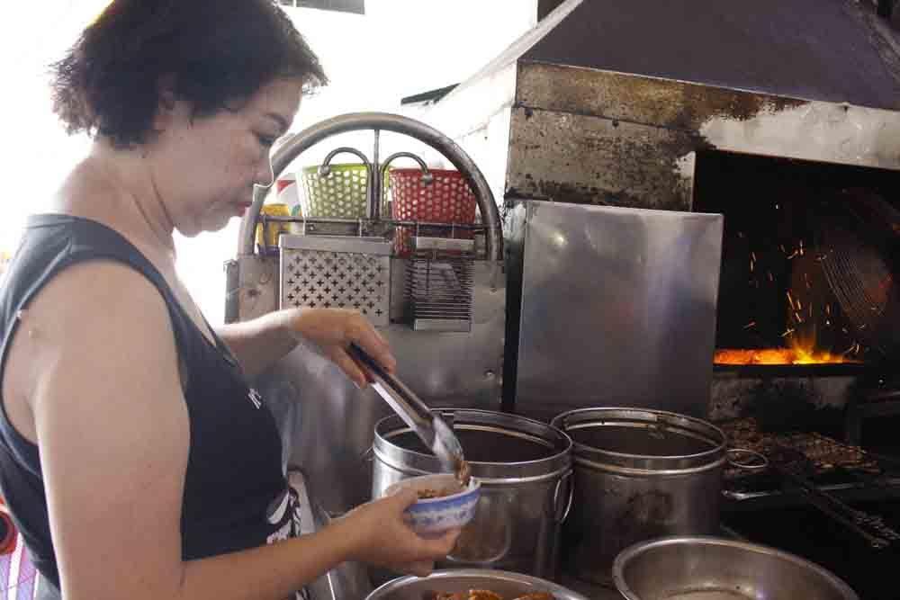 Giảng viên Hà Nội vào Sài Gòn bán bún, cưu mang nhiều phận đời
