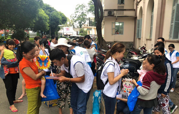 Fubon life Việt Nam trao gần 600 suất quà cho bệnh nhi