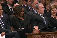 Tiết lộ quà bí mật ông Bush tặng bà Obama