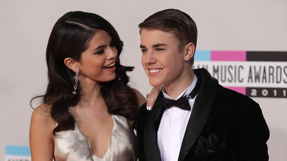 Selena nhập viện tâm thần, Justin khóc trước mặt vợ mới cưới