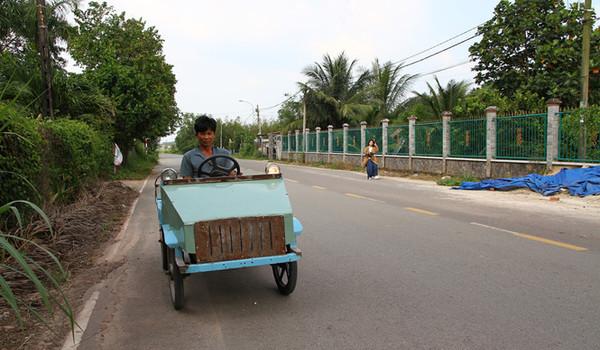 Anh nông dân học lớp 3 tự chế xe mui trần cả Sài Gòn ngạc nhiên