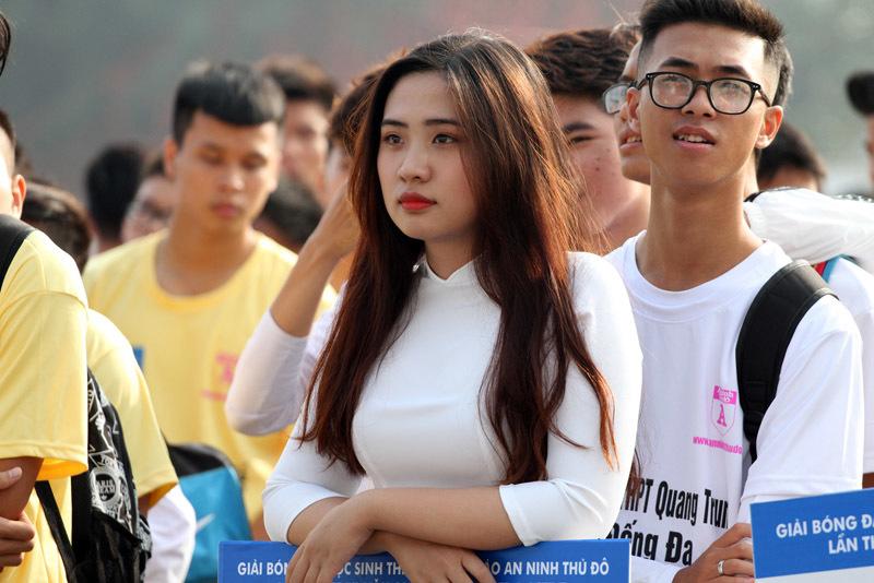 Ngắm dàn nữsinh xinh đẹp tại giải bóng đá PTTH Hà Nội