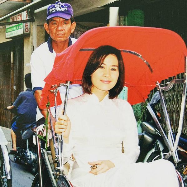 Sao Việt ngày 15/10: Phạm Hương khoe dáng thon gọn, đáp trả tin đồn có bầu