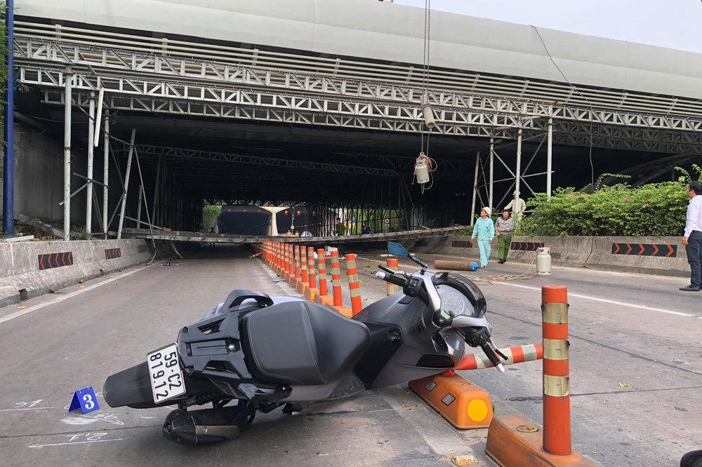 Sập giàn giáo gần nóc hầm Thủ Thiêm, giao thông tê liệt
