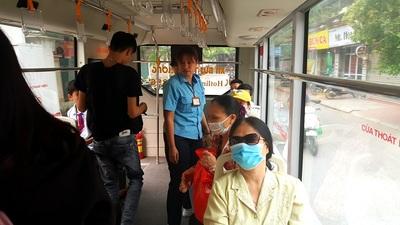 Chuyện cô gái trên xe buýt khiến phụ xe 'đứng tim'