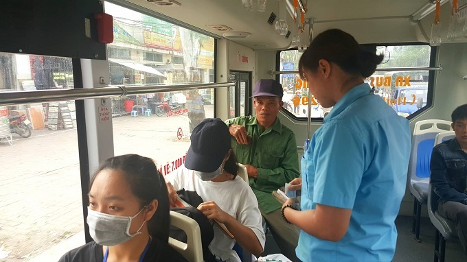 Những bóng hồng 'thép' trên xe buýt ở Thủ đô