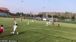 Con trai Ronaldo ghi 2 tuyệt phẩm trong một trận đấu