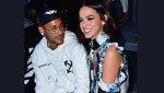 Neymar không thể rời mắt khỏi bạn gái quyến rũ