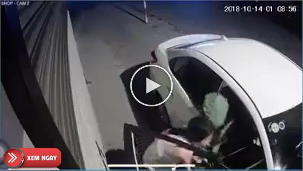 Người phụ nữ đi xế hộp ăn cắp vặt 2 chậu cây cảnh khiến cư dân mạng bức xúc