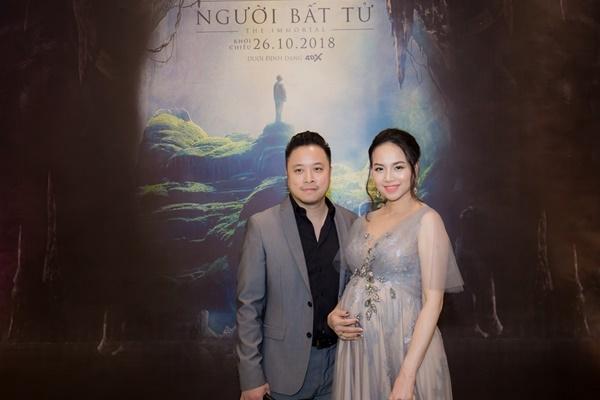 Đinh Ngọc Diệp bụng bầu 9 tháng theo Victor Vũ ra mắt 'Người bất tử'