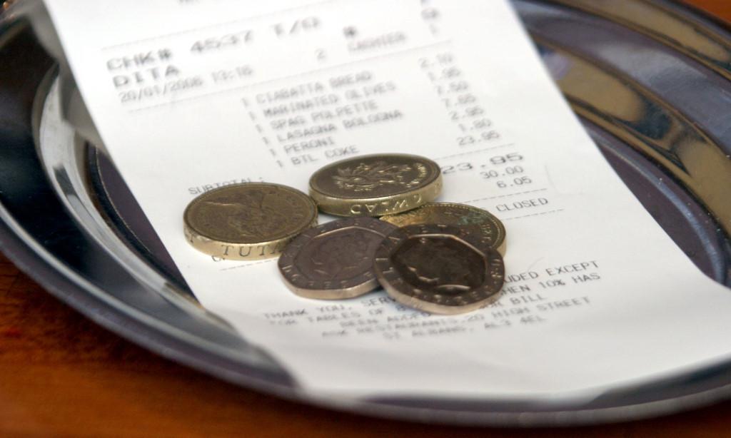 Quỵt tiền ăn: Khách bị bắt giữ, nhân viên phải đền tiền