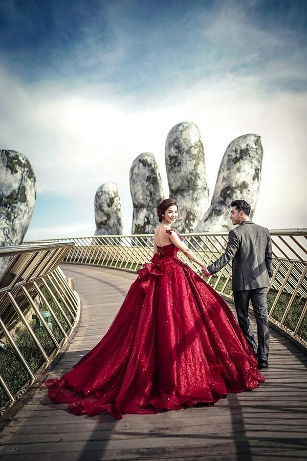 Ưng Hoàng Phúc tung ảnh cưới đầy lãng mạn bên siêu mẫu Kim Cương