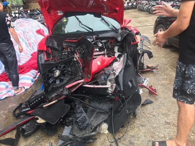Siêu xe 16 tỷ được của Tuấn Hưng gặp tai nạn nghiêm trọng?