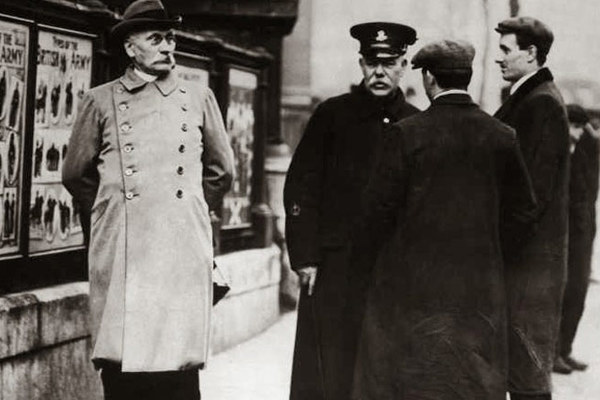 Ngày này năm xưa: Quân đội Đức dính cú lừa chấn động