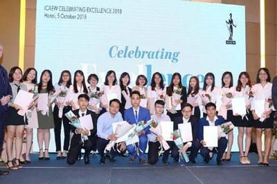 54 học viên đầu tiên nhận chứng chỉ quốc tế ICAEW CFAB