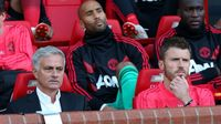 Mourinho 90% bị cấm chỉ đạo MU vs Chelsea vì chửi bậy