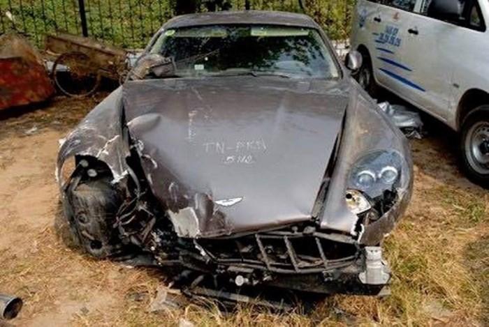 Vụ tai nạn kinh hoàng, siêu xe tan nát thành sắt vụn ở Việt Nam