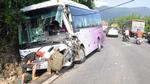 Xe tải tông xe khách lao vách núi, 5 người bị thương