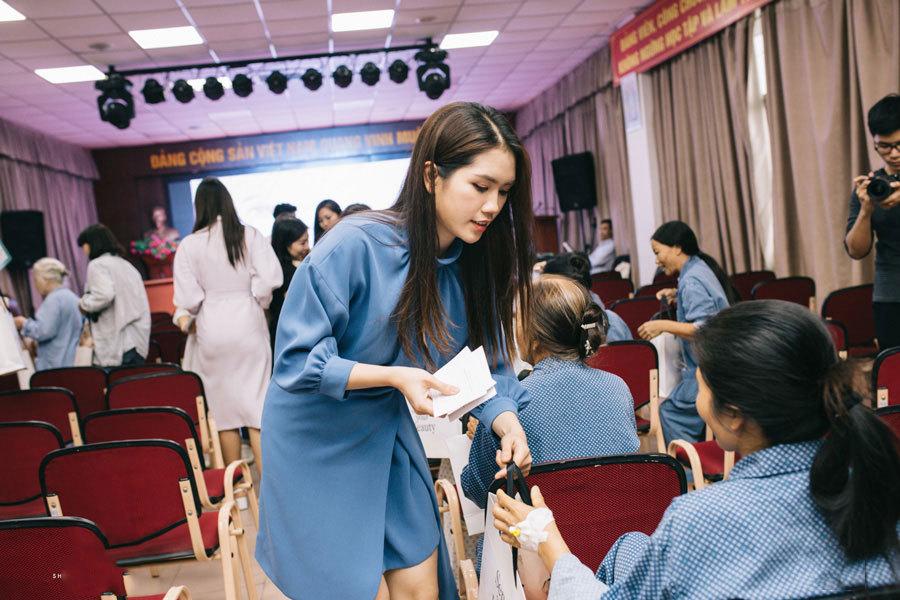 Hà Hương, Bảo Thanh mang niềm vui đến cho 200 bệnh nhân trước 20/10