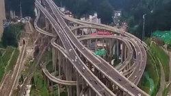 """Choáng với """"ma trận"""" giao lộ Trung Quốc nhìn từ trên cao"""