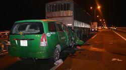 Taxi tông xe tải đậu trên cầu Cần Thơ, 3 người chết tại chỗ