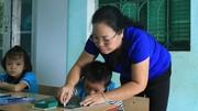 Các mẹ sôi nổi bàn chuyện nên chăng rèn chữ đẹp cho trẻ