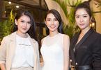 Thúy Vân tặng vật may mắn cho Thùy Tiên trước thềm Hoa hậu Quốc tế