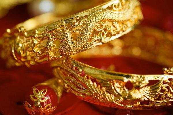 Ly hôn, con dâu bị mẹ chồng đòi ngay 10 cây vàng cưới