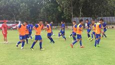 """U19 Việt Nam tập sân xấu, ông Tuấn """"con"""" đau đầu chốt danh sách"""