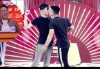 Cặp thí sinh nam 'khóa môi' giành 100 triệu ở Thách thức danh hài