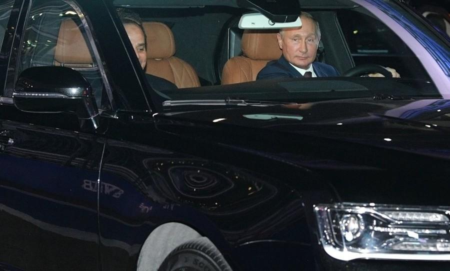 Xem Putin lái siêu xe tổng thống trên đường đua F1
