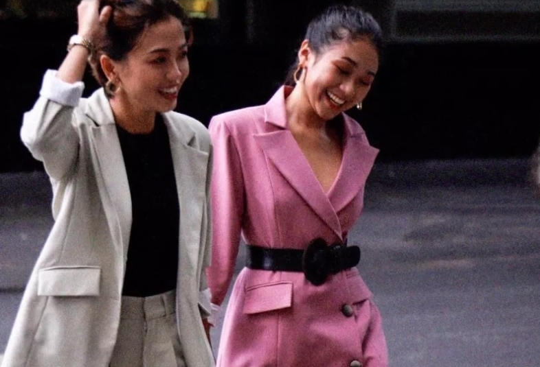Fan quốc tế chúc mừng khi hai cô gái trong The Bachelor Việt tuyên bố ở bên nhau