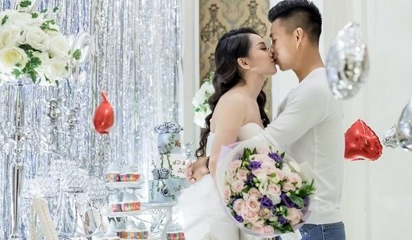 Cầu thủ Văn Thanh U23 kỷ niệm 3 năm hẹn hò với cô chủ spa phố núi
