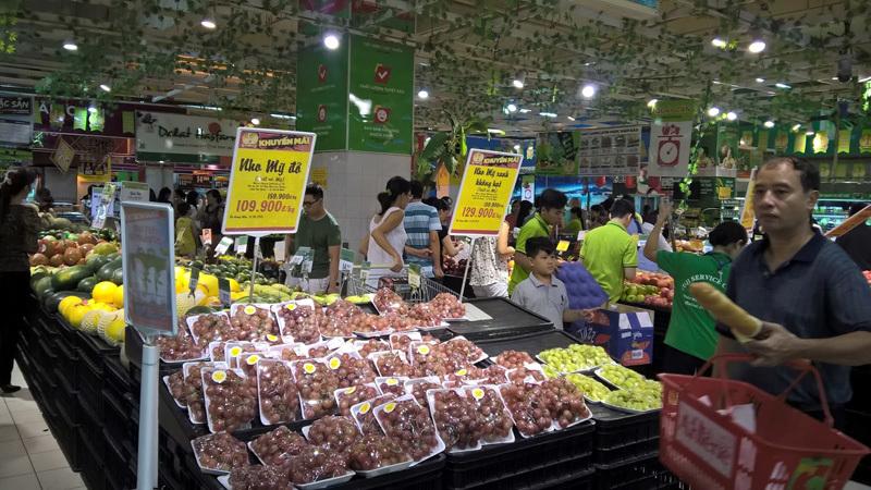 Tây sang Việt Nam lùng mua từng củ khoai, cái bánh tráng...
