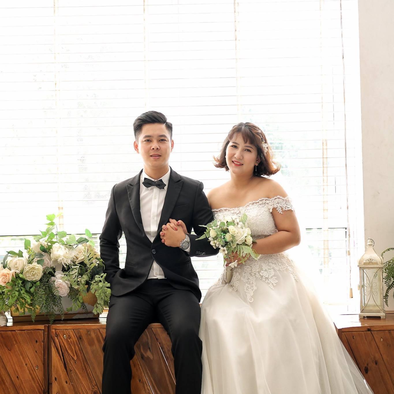 Hội bạn thân mang mâm, lồng bàn mừng cưới cô dâu chú rể