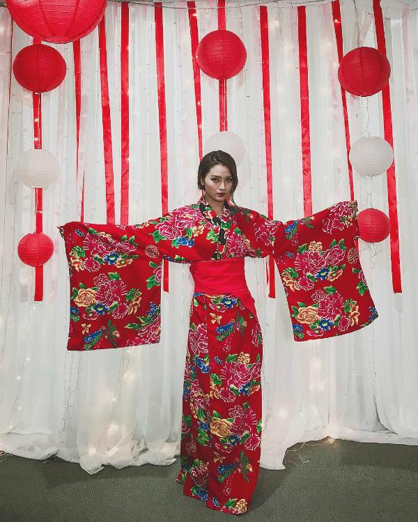 Tin Sao Việt 19/10: Vợ Tuấn Hưng động viên chồng trong cơn hoạn nạn