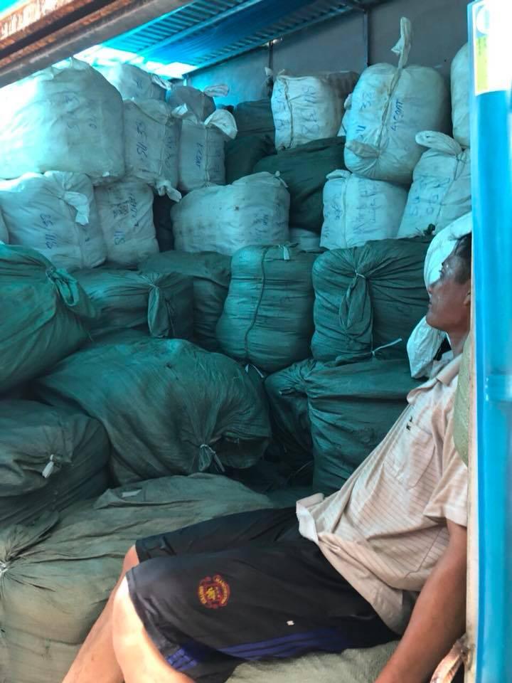 Trời trở rét, chủ shop hàng thùng thu về 35 triệu đồng/ngày