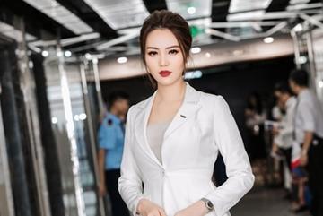 Á hậu Thụy Vân: 'Không hiểu sao người ta đồn tôi bỏ chồng'