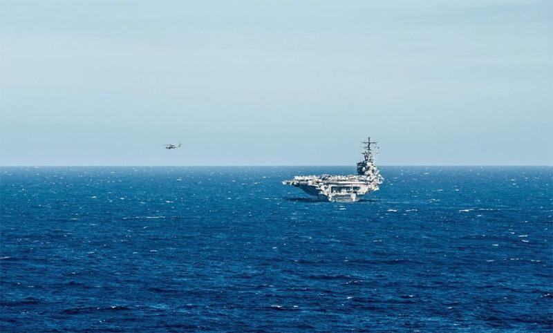 Trực thăng rơi ngay trên boong mẫu hạm Mỹ