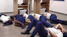 Tiếp viên hàng không bị đối xử bạc bẽo: Không đồ ăn, ngủ sàn nhà