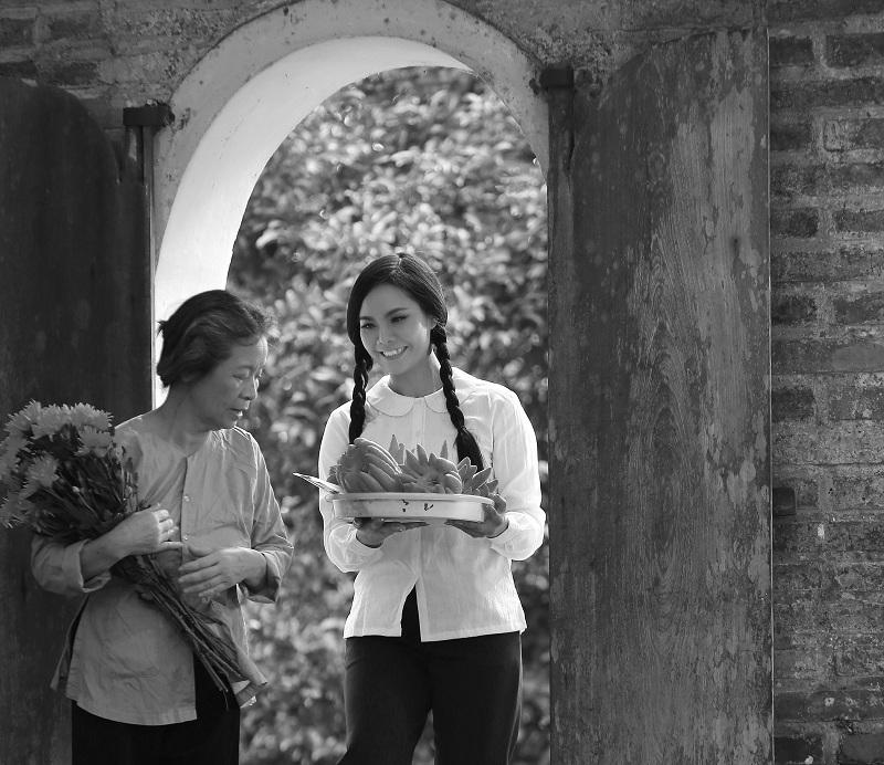 Lương Nguyệt Anh gây xúc động khi hát về mẹ nhân ngày 20/10
