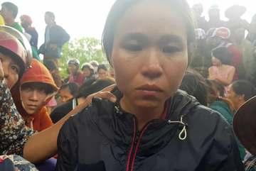 Chị gái khóc ngặt kể phút phát hiện gia đình em trai 4 người treo cổ