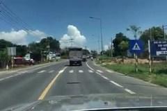 Chạy xe 'rùa bò' trên quốc lộ bị xử phạt như thế nào?