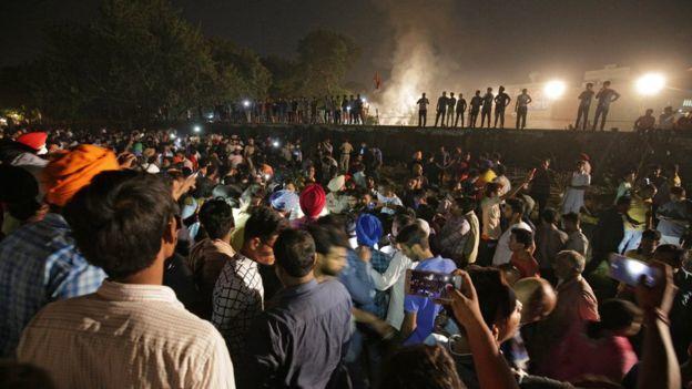 đoàn tàu,đám đông,tai nạn,thiệt mạng,Ấn Độ