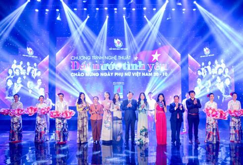 Quốc Hưng, Đăng Dương, Đinh Mạnh Ninh hát tri ân phụ nữ
